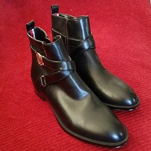 TH ankle boots